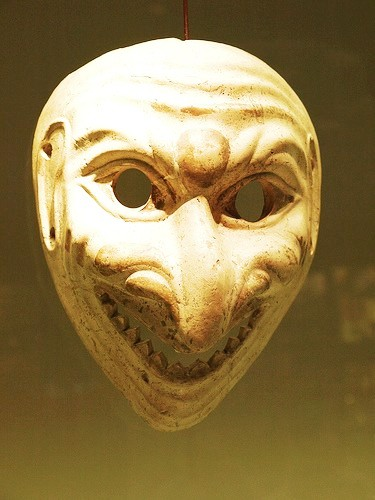 Die Masken für die Person die saure Sahne die Gurke die Zitrone