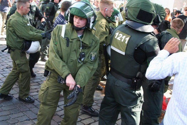 Polizei trainiert. (Originalphotos von gestern stehen noch nicht im  Netz. Klicken Sie auf das Video!)